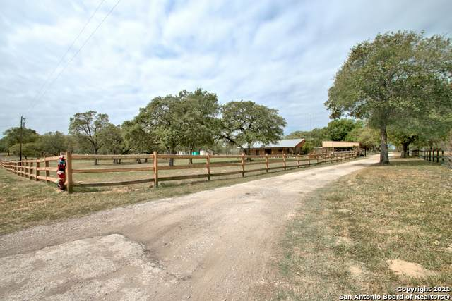 2364 Mcknight Rd, Seguin, TX 78155 (MLS #1525492) :: The Glover Homes & Land Group