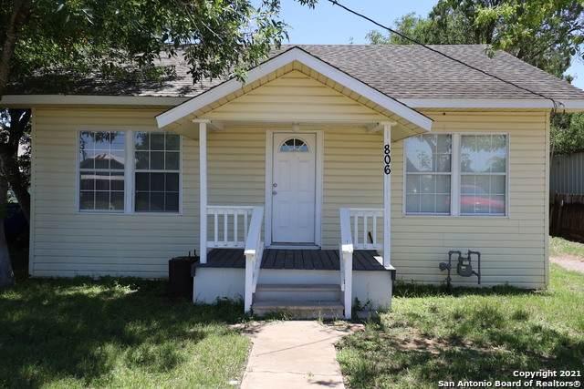 806 Beech St, Jourdanton, TX 78026 (MLS #1525595) :: BHGRE HomeCity San Antonio