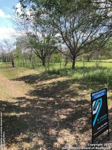 000 County Road 572, Castroville, TX 78009 (MLS #1525683) :: The Glover Homes & Land Group