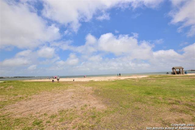 93 Pompano Dr, Rockport, TX 78382 (MLS #1525738) :: The Glover Homes & Land Group