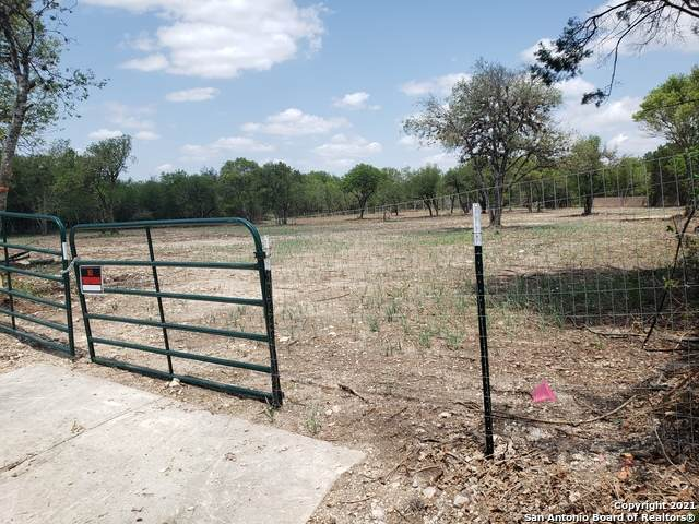 6011 Babcock Rd, San Antonio, TX 78240 (MLS #1525864) :: Phyllis Browning Company