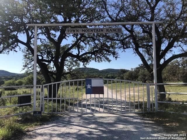 2693A Schmidtke Rd, Bandera, TX 78003 (MLS #1525910) :: The Rise Property Group