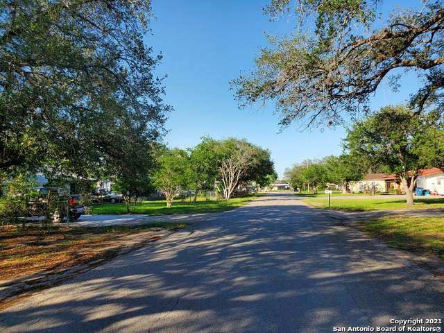 909 Brown St, George West, TX 78022 (MLS #1525987) :: 2Halls Property Team | Berkshire Hathaway HomeServices PenFed Realty