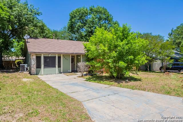 7721 Strolling Ln, Live Oak, TX 78233 (MLS #1526100) :: 2Halls Property Team | Berkshire Hathaway HomeServices PenFed Realty