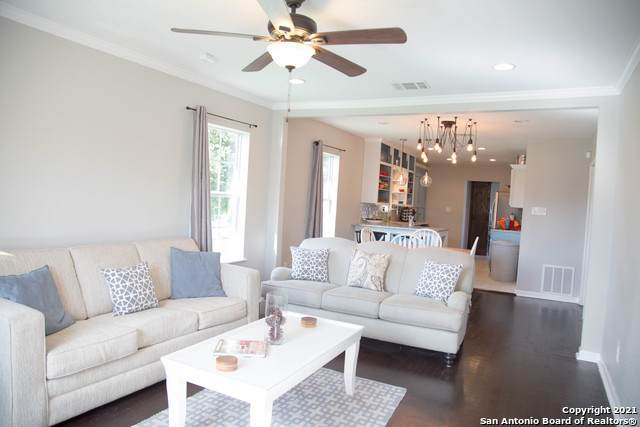 2327 W Magnolia Ave, San Antonio, TX 78201 (MLS #1526173) :: The Glover Homes & Land Group