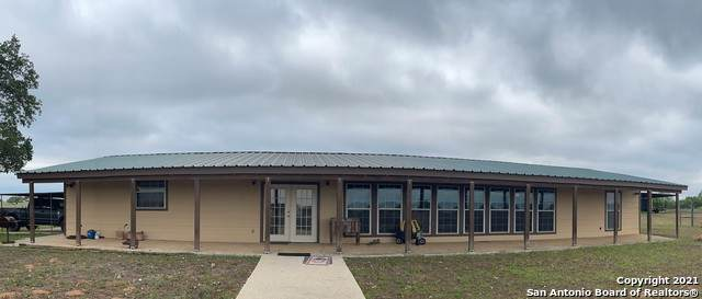 1725 Fm 2504, Poteet, TX 78065 (MLS #1526175) :: 2Halls Property Team | Berkshire Hathaway HomeServices PenFed Realty
