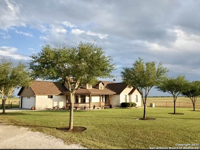 2251 County Road 221, Floresville, TX 78114 (MLS #1526289) :: Exquisite Properties, LLC