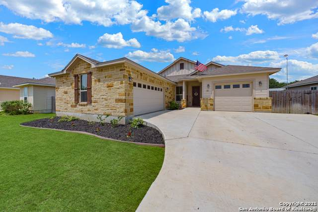 243 Valley Forge, Pleasanton, TX 78064 (#1526433) :: The Perry Henderson Group at Berkshire Hathaway Texas Realty