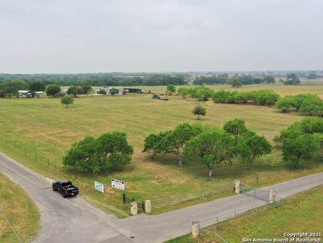 140 County Road 344, La Vernia, TX 78121 (MLS #1526579) :: NewHomePrograms.com