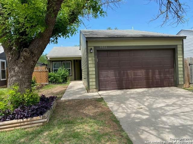 9811 Village Briar, San Antonio, TX 78250 (MLS #1526763) :: 2Halls Property Team | Berkshire Hathaway HomeServices PenFed Realty