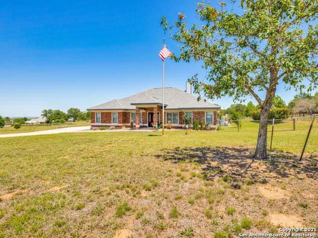 1421 Country Hills Dr, La Vernia, TX 78121 (MLS #1526825) :: NewHomePrograms.com