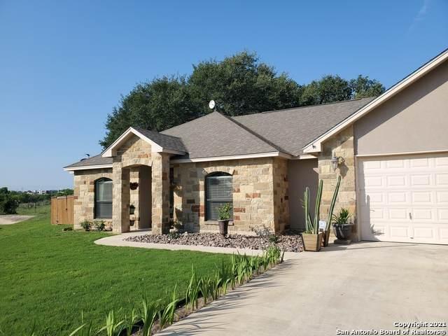 592 Bonita Creek Dr, Pleasanton, TX 78064 (#1526837) :: The Perry Henderson Group at Berkshire Hathaway Texas Realty