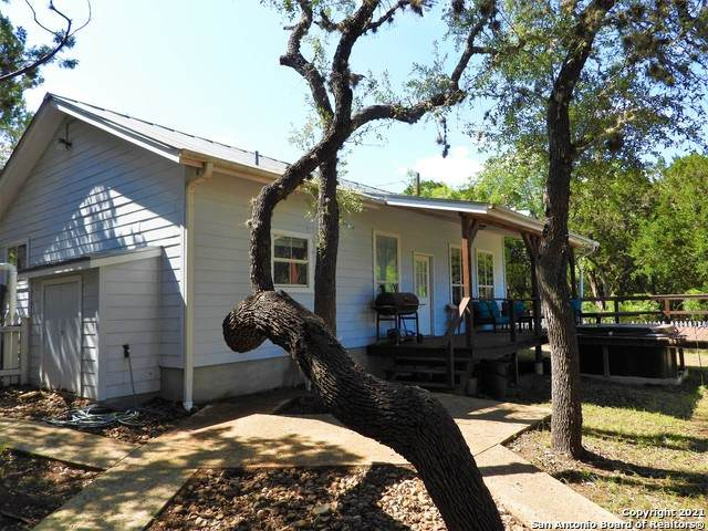 247 Mergele Rd, Lakehills, TX 78063 (MLS #1526884) :: NewHomePrograms.com