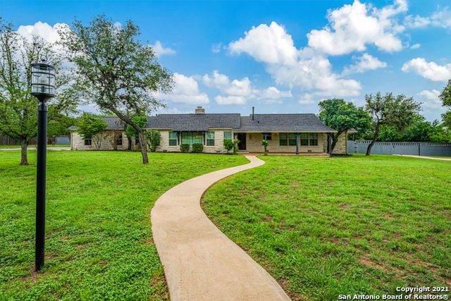 221 Bobwhite Dr, Kerrville, TX 78028 (MLS #1526911) :: The Castillo Group
