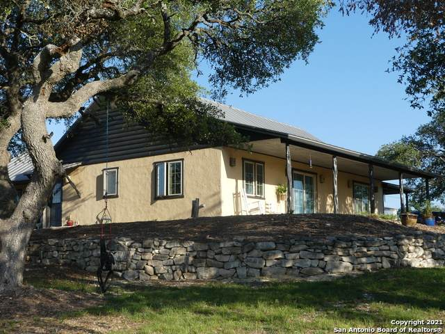 226 Deer Run Dr, Mountain Home, TX 78058 (MLS #1526994) :: The Castillo Group