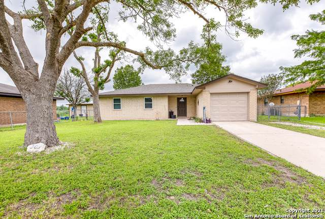 305 Meadow Dr, Marion, TX 78124 (MLS #1527237) :: The Lopez Group
