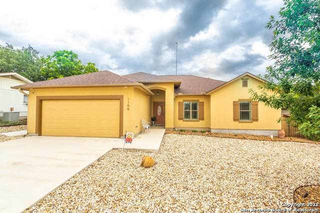 1106 Dove Ave, Devine, TX 78016 (MLS #1527294) :: The Castillo Group