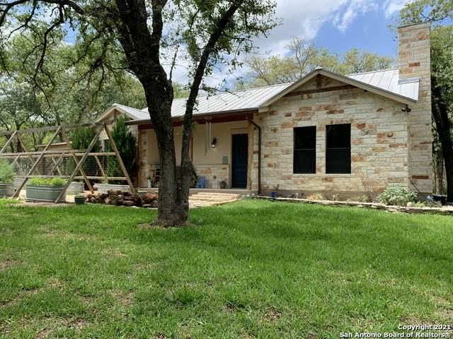 208 Oak Hollow Dr, La Vernia, TX 78121 (MLS #1527418) :: Bexar Team