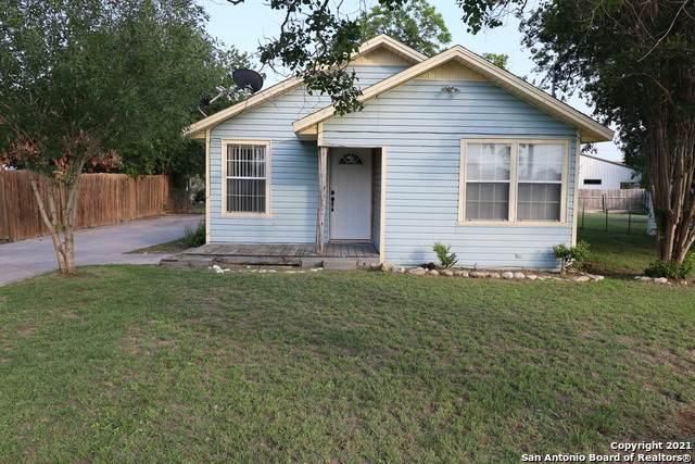 810 Beech St, Jourdanton, TX 78026 (MLS #1527457) :: The Castillo Group