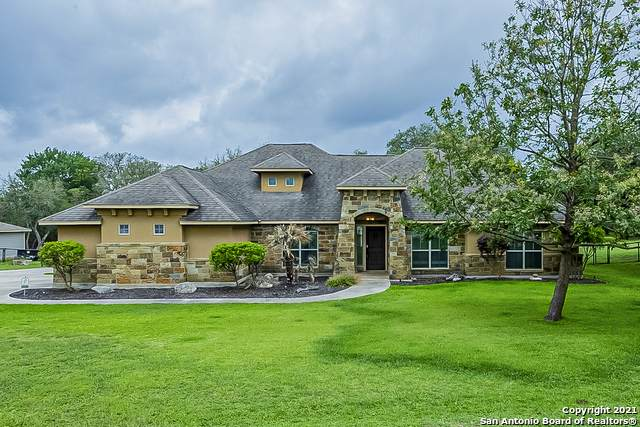156 Berry Oaks Dr, Bulverde, TX 78163 (MLS #1527557) :: 2Halls Property Team | Berkshire Hathaway HomeServices PenFed Realty