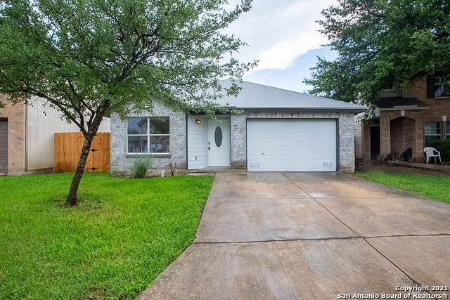 2511 Paddle Crk, San Antonio, TX 78245 (#1527570) :: The Perry Henderson Group at Berkshire Hathaway Texas Realty