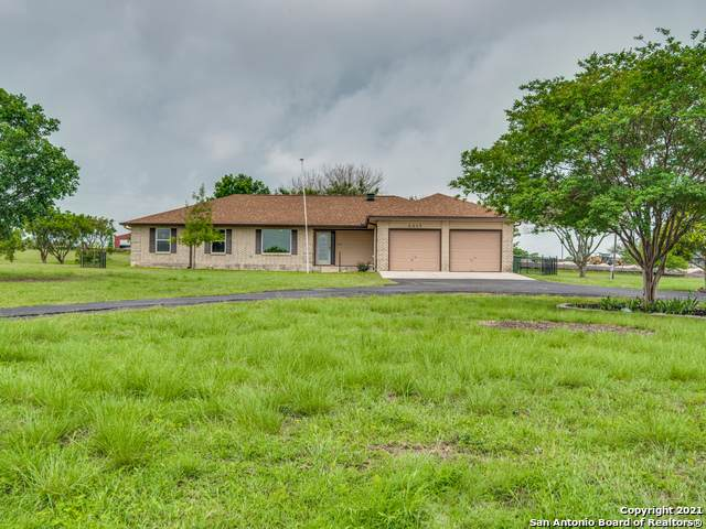 2017 Town Creek Rd, Cibolo, TX 78108 (MLS #1527614) :: The Castillo Group