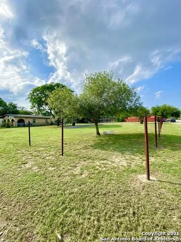 107 Kelly St, Poteet, TX 78065 (MLS #1527668) :: The Castillo Group