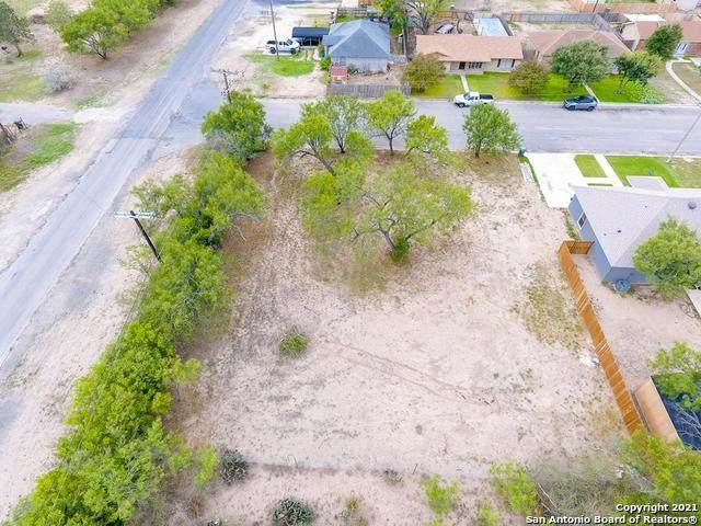 106 Rio Grande St, Uvalde, TX 78801 (MLS #1528289) :: The Glover Homes & Land Group