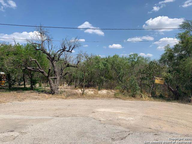 101 E Carrizo Dr, Carrizo Springs, TX 78834 (#1528313) :: The Perry Henderson Group at Berkshire Hathaway Texas Realty