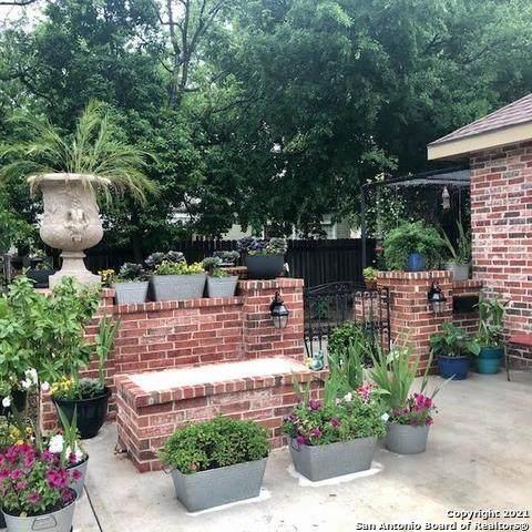 213 W Mesquite, Uvalde, TX 78801 (MLS #1530890) :: Beth Ann Falcon Real Estate