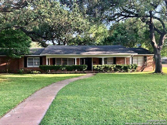 920 Laurel Street, Uvalde, TX 78801 (MLS #1531406) :: The Rise Property Group