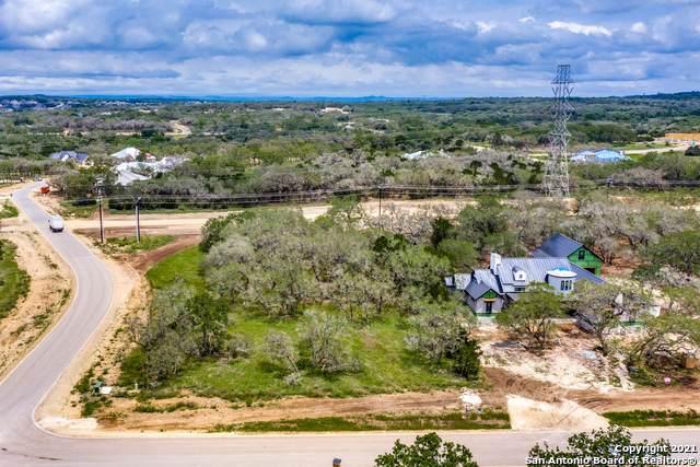 924 Belle Oaks Blvd, Bulverde, TX 78163 (MLS #1533143) :: The Gradiz Group