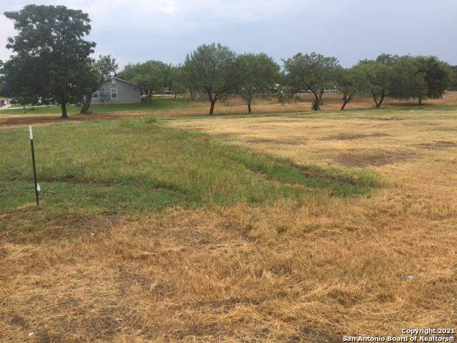 204 Country Club Lane, Uvalde, TX 78801 (#1533269) :: The Perry Henderson Group at Berkshire Hathaway Texas Realty