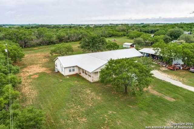 917 Fm 1346, La Vernia, TX 78121 (MLS #1533298) :: Beth Ann Falcon Real Estate