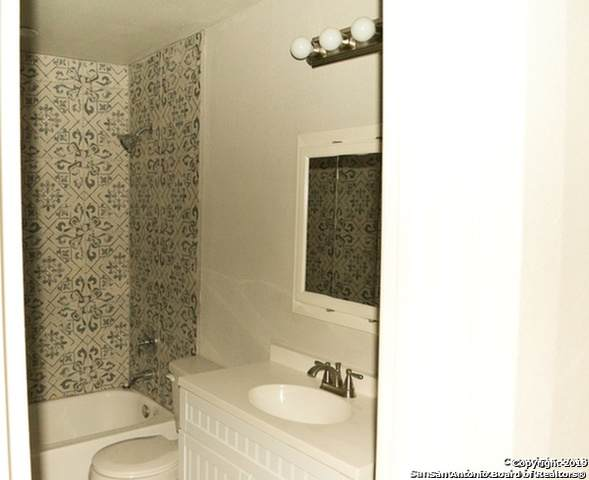 823 Zachry Dr - Photo 1