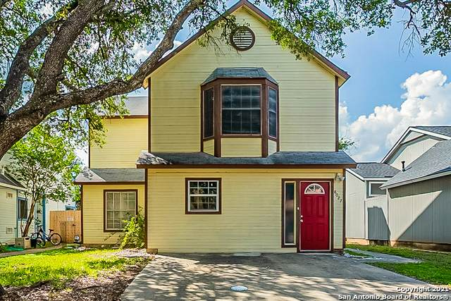 8027 Indian Bend, San Antonio, TX 78250 (MLS #1533904) :: The Glover Homes & Land Group