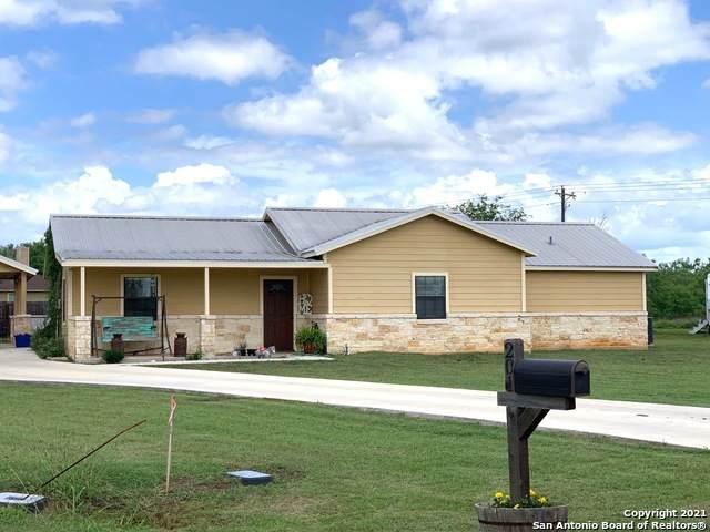201 Bryan Dr, Jourdanton, TX 78026 (MLS #1533950) :: 2Halls Property Team | Berkshire Hathaway HomeServices PenFed Realty