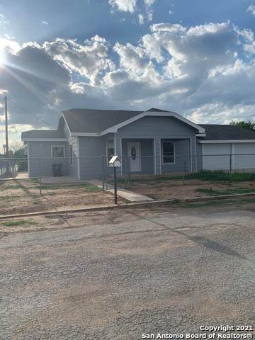 400 N. 10th, Carrizo Springs, TX 78834 (MLS #1534081) :: The Castillo Group