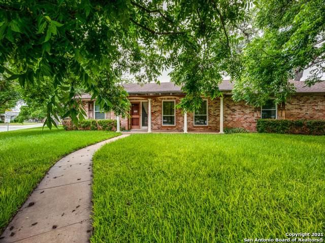 1101 Oakridge Dr, Pleasanton, TX 78064 (MLS #1534282) :: The Real Estate Jesus Team