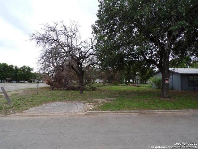 501 Roach St., Uvalde, TX 78801 (MLS #1534327) :: The Real Estate Jesus Team