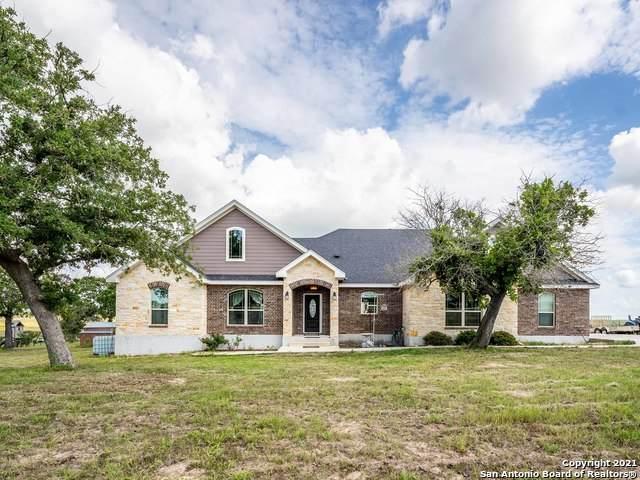 704 Lake Valley Dr, La Vernia, TX 78121 (MLS #1534481) :: The Real Estate Jesus Team