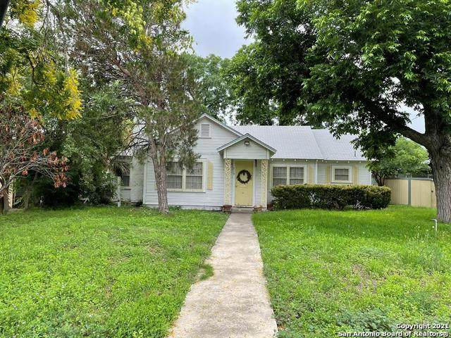 219 N Mulberry, Uvalde, TX 78801 (MLS #1534519) :: The Glover Homes & Land Group