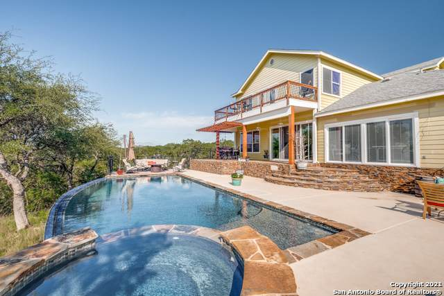 154 Hill Top Ln, Lakehills, TX 78063 (MLS #1534917) :: The Glover Homes & Land Group