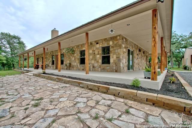 3600 Sandy Elm Rd, La Vernia, TX 78121 (MLS #1535240) :: The Glover Homes & Land Group