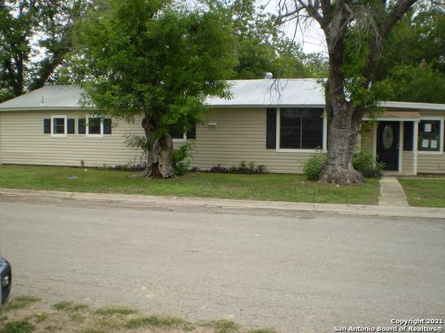 1501 Avenue J, Hondo, TX 78861 (MLS #1535303) :: Concierge Realty of SA