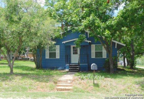 504 Jackson St, Pleasanton, TX 78064 (MLS #1535371) :: The Gradiz Group