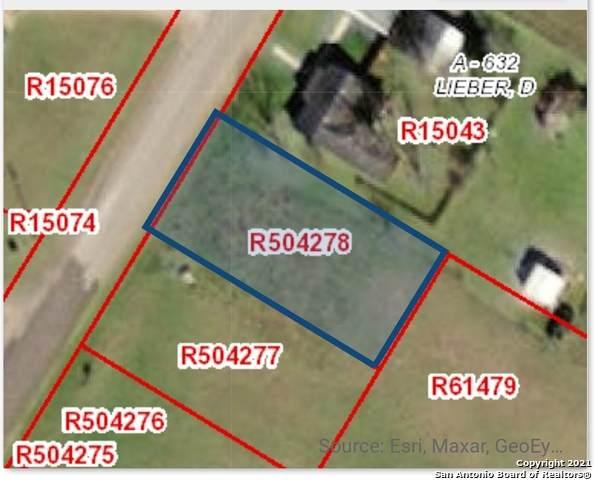 914 N Teel Dr, Devine, TX 78016 (MLS #1535441) :: The Glover Homes & Land Group