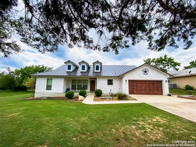 242 Briarwood Cir, Bandera, TX 78003 (MLS #1535576) :: Carolina Garcia Real Estate Group