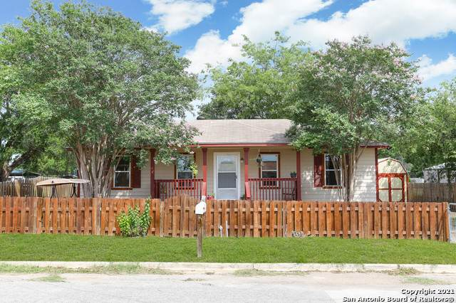 208 N Bright Dr, Devine, TX 78016 (MLS #1535903) :: The Glover Homes & Land Group
