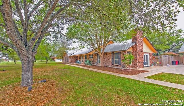 1163 County Road 5710, Devine, TX 78016 (MLS #1535979) :: The Glover Homes & Land Group